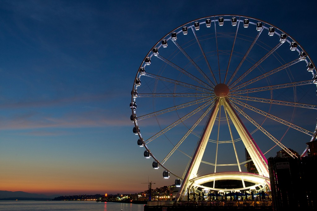 The Seattle Great Wheel at dusk.